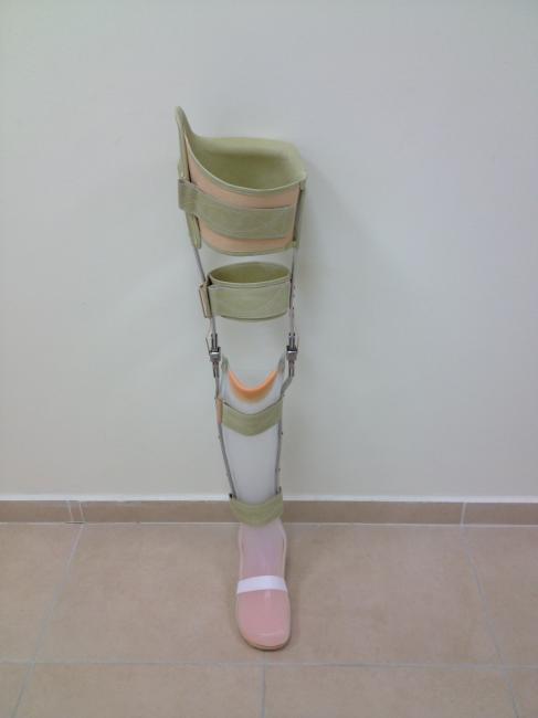 מכשיר הליכה-מעל הברך